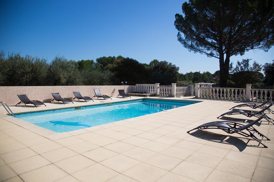 villa ind pendante avec piscine pour 10 personnes. Black Bedroom Furniture Sets. Home Design Ideas